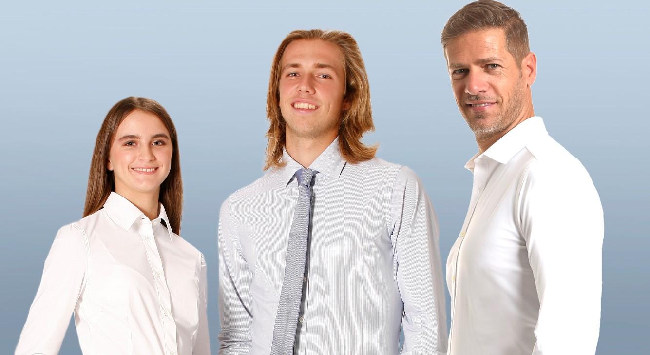 Immagine di una famiglia che indossano  camicie no stiro WAVE Futura